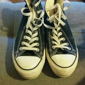 Chuck Taylor Converse Women's hightops 6 1/3